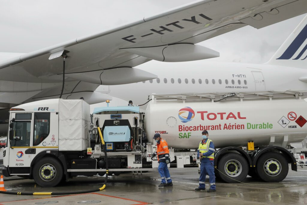 Air-France-KLM launches first long-haul flight with eco-fuel