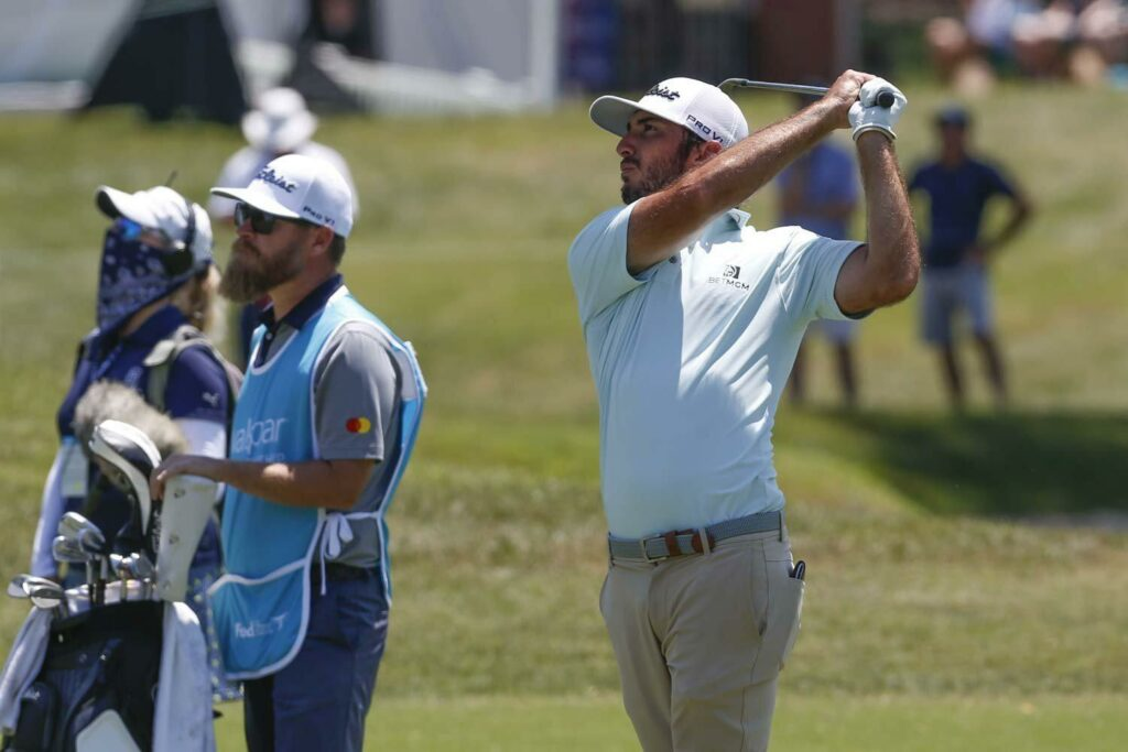 Burns struggles to keep share of Tampa lead with Bradley