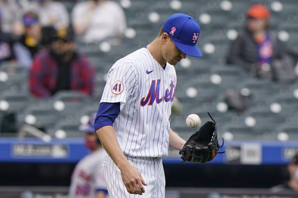 Mets to put deGrom on injured list with right side tightness
