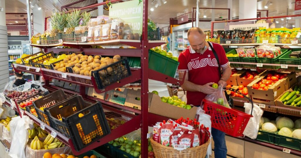 Global food prices surge again, stoking inflation fears   Business and Economy News