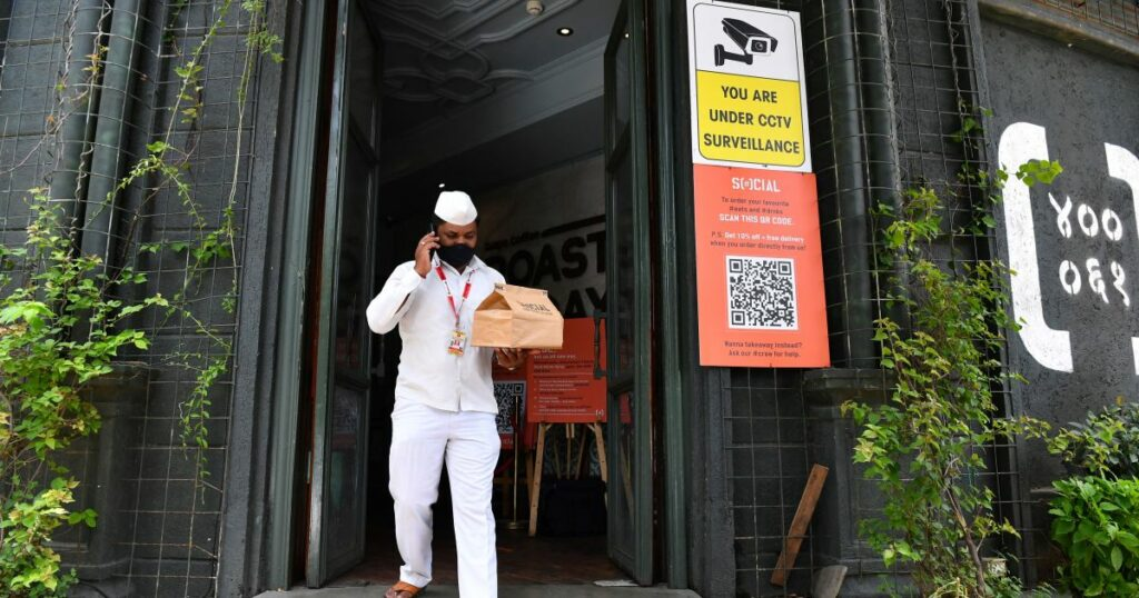 India's pandemic-hit lunchbox men battle food delivery start-ups   Business and Economy News